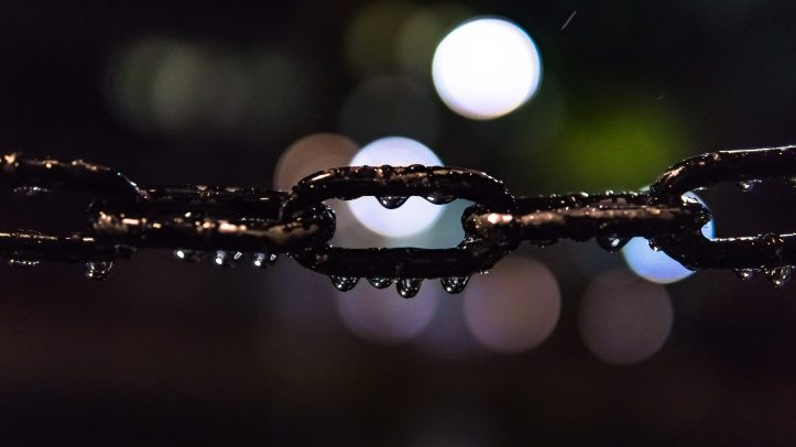 bokeh-chain-close-up-119568.jpg